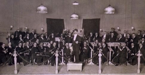 Orkest van De Harmonie is de oudste voorloper van het NNO